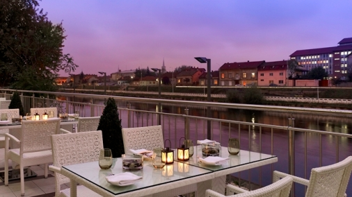 Laurus Mediterranean Restaurant terrace: The hotel restaurant terrace offers splendid views of the river Crisul Repede. Delight your senses with Mediterranean cuisine and local dishes.