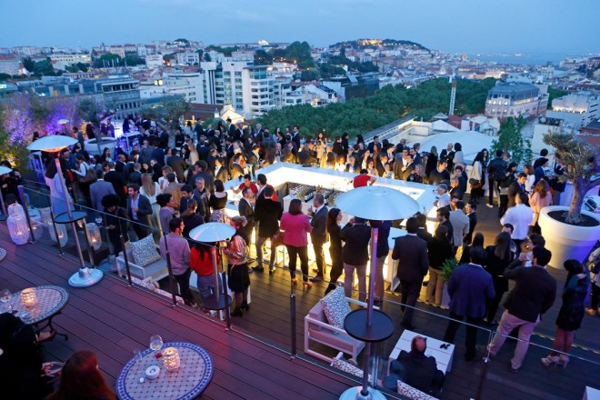 Sky-Bar-at-tivoli-lisboa-hotel-lisbon-conde-nast-traveller-17may16-pr_1_1080x720